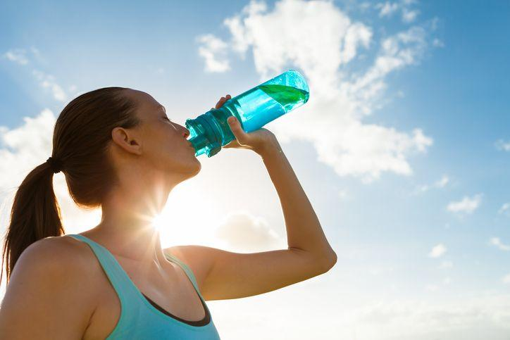 de 2 a 3 litros de líquidos diarios